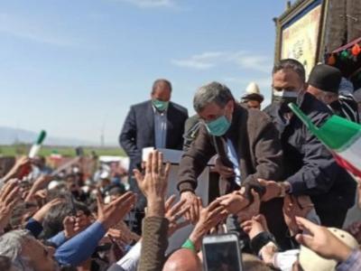 یک روز با دکتر احمدی نژاد