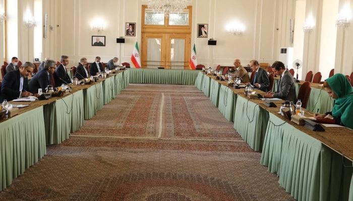 پایان رایزنی باقری و مورا با توافق برای ادامه رایزنیها در بروکسل
